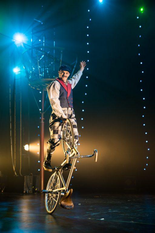 Artistic bicycle acrobatic Circus 1903